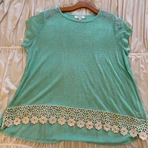 Sea foam boutique tunic top with lace trim bottom